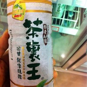 台湾茶のペットボトルの…なぜ!?