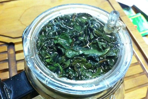 熟した茶葉