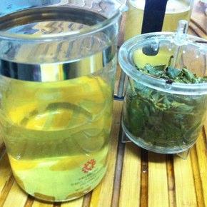 翠玉茶(毛茶)のテイスティング