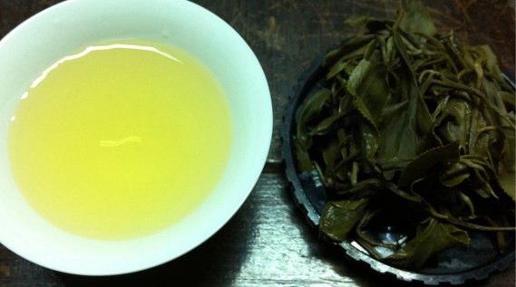 台湾緑茶の水色